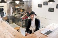 「スナハチでは僕の奥さんが料理をし、チーズやワインの勧め手をしています」=東京都渋谷区で2019年1月11日午後0時8分、藤井太郎撮影