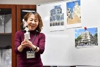 その日のテーマについて参加者に説明するフルイミエコさん=京都市上京区で2019年1月12日、小松雄介撮影