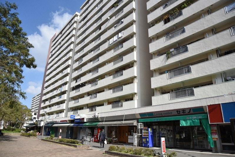 「暮らしの保健室」が入る東京都新宿区にある戸山団地=筆者撮影