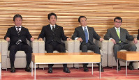 Prime Minister Shinzo Abe, second from left, is seen at a Cabinet meeting at his office in Tokyo's Chiyoda Ward, on Jan. 18, 2018. (Mainichi/Masahiro Kawata)