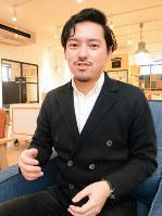 富山県のeスポーツ普及について語る堺谷陽平さん=富山県高岡市で、鶴見泰寿撮影