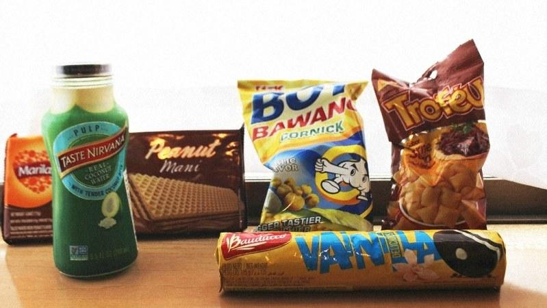 大泉町のコンビニエンスストアではブラジルなど海外の菓子や飲料も目立つ