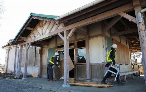解体作業が始まったJR夜ノ森駅の駅舎=福島県富岡町で2019年1月21日午後1時43分、喜屋武真之介撮影