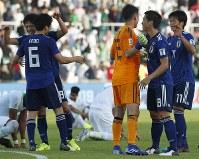 アジア杯決勝トーナメント【日本・サウジアラビア】勝利を喜ぶ日本の選手たち=UAEのシャルジャで2019年1月21日、AP