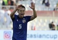 アジア杯決勝トーナメント【日本・サウジアラビア】勝利を喜ぶ日本の長友=UAEのシャルジャで2019年1月21日、AP