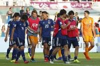 アジア杯決勝トーナメント【日本・サウジアラビア】準々決勝進出を決め、喜び合う日本の選手たち=UAEのシャルジャで2019年1月21日、AP