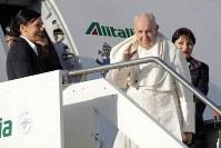パナマに向けて出発するフランシスコ・ローマ法王=ローマで2019年1月23日、AP