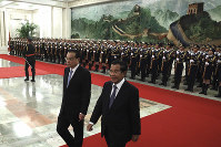Cambodian Prime Minister Hun Sen, right, walks with Chinese Premier Li Keqiang during a welcome ceremony at the Great Hall of the People in Beijing, China, on Jan. 22, 2019. (AP Photo/Ng Han Guan)