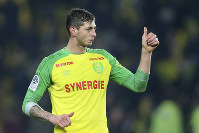 In this his picture taken on Jan. 14, 2018, Argentine soccer player, Emiliano Sala, of the FC Nantes club, western France, gives a thumbs up during a soccer match against PSG in Nantes, France. (AP Photo/David Vincent)