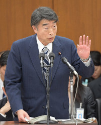 Health, Labor and Welfare Minister Takumi Nemoto speaks at a recess hearing of the House of Representatives Committee on Health, Labor and Welfare on Jan. 24, 2019. (Mainichi/Masahiro Kawata)