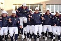 センバツ出場が決まり喜ぶ八戸学院光星の選手たち=青森県八戸市の同校で2019年1月25日午後、渡部直樹撮影