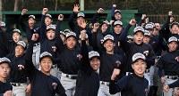 センバツ出場が決まり、喜ぶ横浜の選手たち=横浜市金沢区で2019年1月25日午後、竹内紀臣撮影