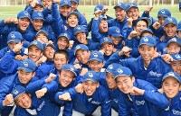 センバツ出場を決め、喜ぶ筑陽学園の選手たち=福岡県太宰府市で2019年1月25日午後、矢頭智剛撮影