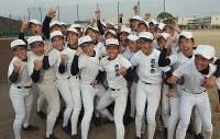 21世枠での出場が決まり喜びでいっぱいの熊本西の選手たち=熊本市西区で2019年1月25日午後、田鍋公也撮影