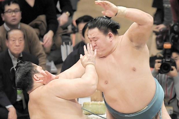 大相撲初場所:年長2位、玉鷲初V 34歳2カ月 - 毎日新聞