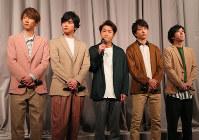 Members of the Japanese pop band Arashi respond to a press conference in Tokyo's Minato Ward on Jan. 27, 2019. From left to right, Masaki Aiba, Jun Matsumoto, Satoshi Ono, Sho Sakurai and Kazunari Ninomiya. (Mainichi/Naoaki Hasegawa)