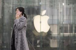 アイフォーンが中国市場で苦戦(Bloomberg)