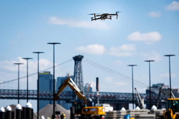 DJI製ドローンは産業用として世界の至る所で使われている(ニューヨーク市)(Bloomberg)
