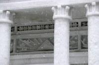 細かな造形がされた大雪像「ヘルシンキ大聖堂」=札幌市中央区の大通公園で2019年2月4日午前10時35分、貝塚太一撮影