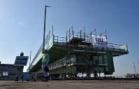 報道公開された関西国際空港連絡橋の橋桁=堺市堺区で2019年2月5日午前9時39分、平川義之撮影