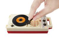 アームを置くと音楽を再生する=同社提供