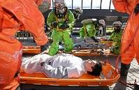 G20サミットに向けた合同訓練をする消防隊員ら=大阪市住之江区で2019年2月5日、山崎一輝撮影