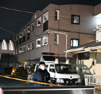 栗原勇一郎容疑者が長女に暴行を加えたとみられる現場のアパート(奥)=千葉県野田市山崎で、橋口正撮影
