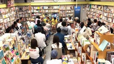 毎月第1金曜日に春光堂書店で行われる読書会=筆者提供