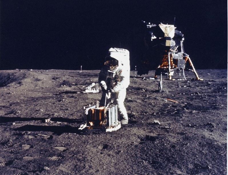 思い出は「月に行く危険を説明してくれたこと」アームストロング船長の ...