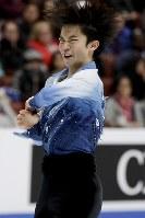 【フィギュア4大陸選手権男子SP】友野一希(日本)の演技=米カリフォルニア州アナハイムで2019年2月7日、AP