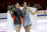 【フィギュア4大陸選手権】女子フリーで圧倒的な演技を披露し、逆転で初優勝。金メダルを手に微笑む紀平梨花(日本)=米カリフォルニア州アナハイムで2019年2月8日、AP