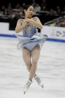 【フィギュア4大陸選手権】逆転で初優勝した紀平梨花と3位となった三原舞依=米カリフォルニア州アナハイムで2019年2月8日、AP