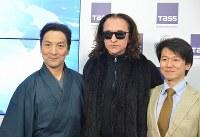 会見で並ぶ(左から)藤間蘭黄さん、ファルフ・ルジマトフさん、岩田守弘さん=モスクワで2019年1月23日、大前仁撮影