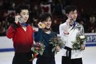 【フィギュア4大陸選手権】逆転で初優勝を果たした宇野昌磨(日本)。2位は金博洋(中国)、3位はビンセント・ゾウ(米国)=米カリフォルニア州アナハイムで2019年2月9日、AP