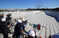 The Kasai Canoe Slalom Centre for the 2020 Tokyo Olympics is seen under construction in Tokyo's Edogawa Ward on Feb. 12, 2019. (Mainichi/Yuki Miyatake)