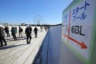報道陣に公開された東京五輪のカヌー・スラローム競技場=東京都江戸川区で2019年2月12日午前10時7分、宮武祐希撮影