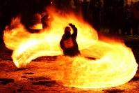 冬の夜を彩る「火振りかまくら」の炎の輪=秋田県仙北市で2019年2月13日午後6時16分、喜屋武真之介撮影