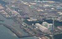 The Fukushima Daiichi Nuclear Power Station is seen from a Mainichi Shimbun helicopter in Fukushima Prefecture. (Mainichi/Tatsuya Fujii)