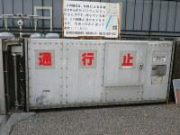 バンクシーの作品に似たネズミの絵が描かれた防潮扉=東京都港区で2018年12月21日、東京都提供