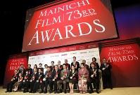 第73回毎日映画コンクールの表彰式を終え記念写真に納まる受賞者たち=川崎市川崎区のカルッツかわさきで2019年2月14日午後6時17分、佐々木順一撮影