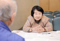 Sakue Shimohira responds to questions at the Nagasaki Atomic Bomb Museum in Nagasaki in January 2019. (Mainichi/Sayo Kato)