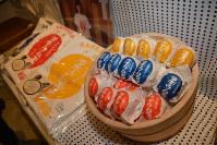 阿部留商店の「ラヂウム玉子」。Tシャツにも同じロゴがあしらってある=東京都中央区で2019年2月14日、曽根田和久撮影