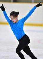 公開練習で滑る宮原知子=大阪府高槻市の関大たかつきアイスアリーナで2019年2月15日、小松雄介撮影