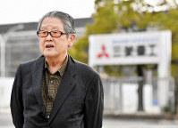 Keisaburo Toyonaga speaks with compassion toward Korean ex-forced laborers who were exposed to the atomic bomb, in front of a Mitsubishi Heavy Industries Ltd. factory in Hiroshima's Nishi Ward on Feb. 8, 2019. (Mainichi/Kenji Konoha)