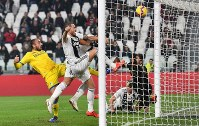 Juventus's Leonardo Bonucci, 2nd left, scores during the Serie A soccer match between Juventus and Frosinone at the Allianz Stadium in Turin, Italy, on Feb. 15, 2019. (Alessandro Di Marco/ANSA via AP)