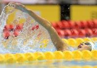 競泳女子200メートル個人メドレー決勝を制した大橋悠依の背泳ぎ=千葉県国際総合水泳場で2019年2月17日、梅村直承撮影