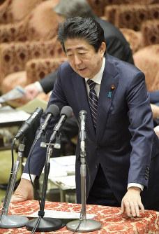 Prime Minister Shinzo Abe speaks at a House of Representatives Budget Committee session on the morning of Feb. 18, 2019. (Mainichi/Masahiro Kawata)