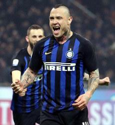 Inter Milan's Radja Nainggolan celebrates after scoring during the Serie A soccer match between Inter and Sampdoria at Giuseppe Meazza stadium in Milan, on Feb. 17, 2019. (Matteo Bazzi/ANSA via AP)