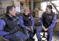 Pham Quang Tuyen, right, and his fellow workers talk about their lives in Japan at their workplace in the city of Nagareyama in Chiba Prefecture, east of Tokyo, on Jan. 28, 2019. (Mainichi/Jun Kaneko)