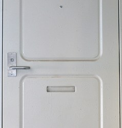 レトロな雰囲気のドア=堺市南区で2019年2月16日、山田尚弘撮影